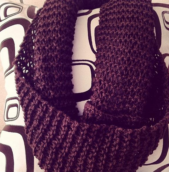 Bufanda infinita / Infinity scarf. Cuello largo (75cm x 25 cm) para dos vueltas. Tejido a dos agujas